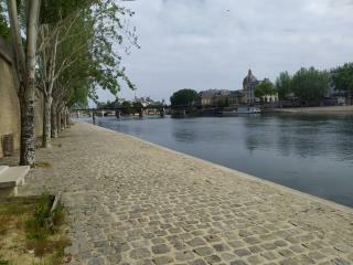 Paris covid quai de seine